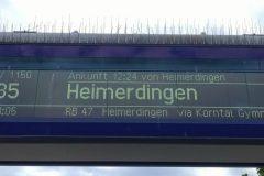 Anzeige eines bald auf dem Gleis einfahrenden Regionalzuges mit Ankunftsinformation des angezeigten Zuges und mit Voransicht des nächsten Zuges