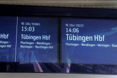 Anzeige von künftigen Regionalzügen auf den neuen zweigeteilten Displays.