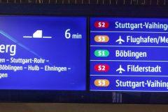 Farbige Anzeige von künftigen S-Bahnen auf den neuen zweigeteilten Displays.