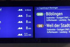 Farbige Anzeige von S-Bahnen mit Zugteilung des nächsten Zuges.