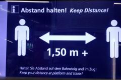 Informationsdisplay an einem Info-Häuschen der Station Schwabstraße