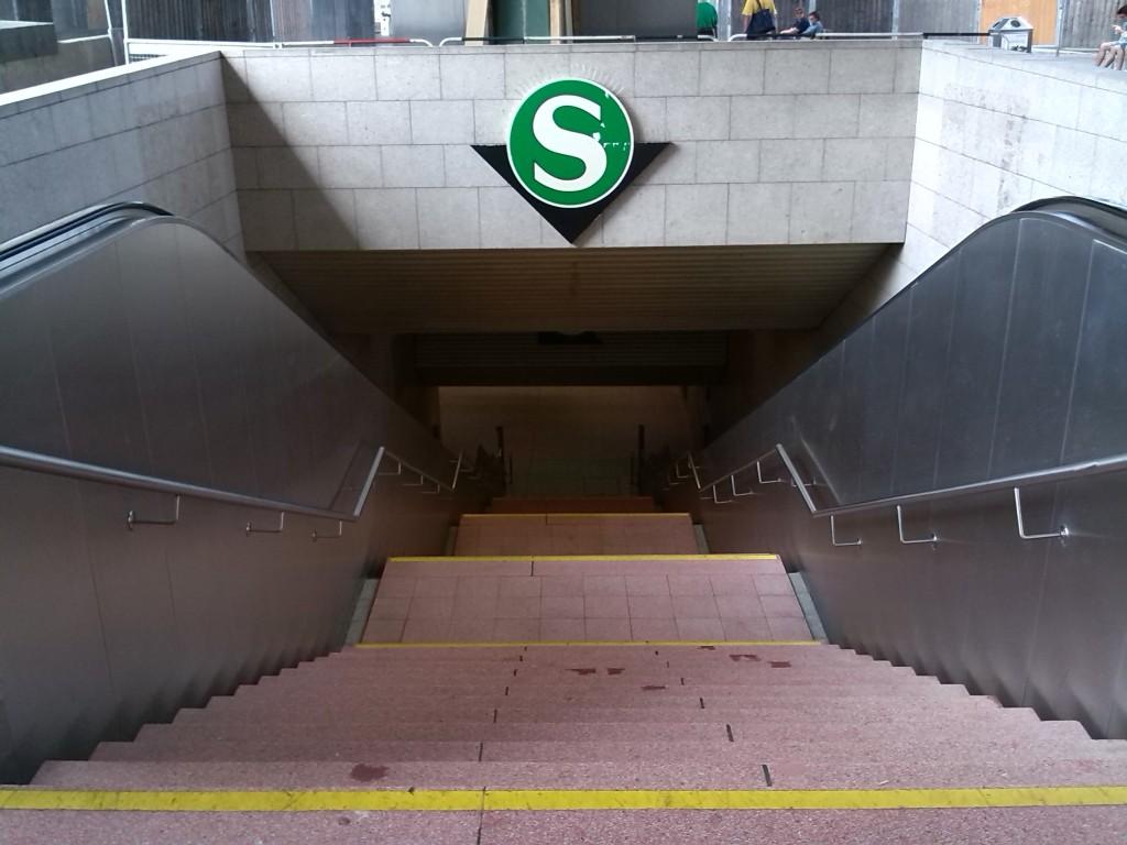 Abgang zur S-Bahn