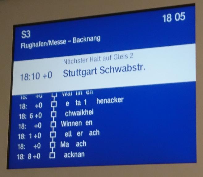 Lückentext auf den Bildschirmen im Zug