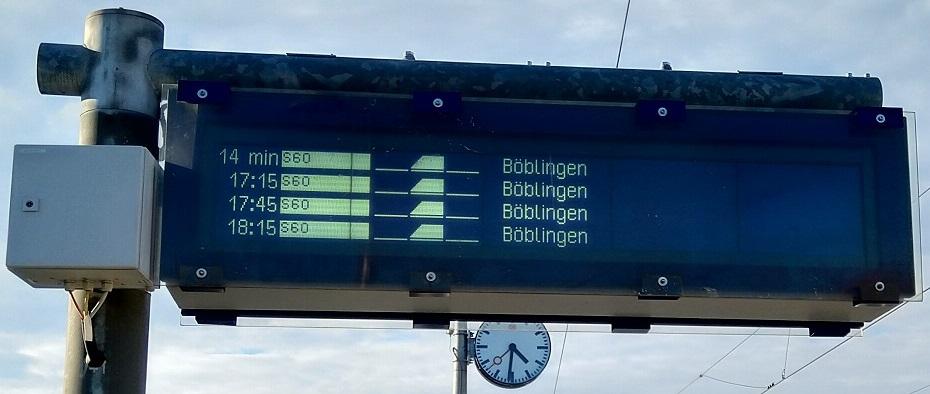 Neuer Zugzielanzeiger an der Station Magstadt