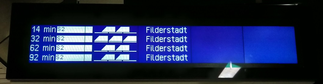 Neuer Zugzielanzeiger an der Station Flughafen/Messe