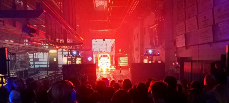 Stimmungsvoll beleuchtete Werkstatt der S-Bahn Stuttgart in Plochingen