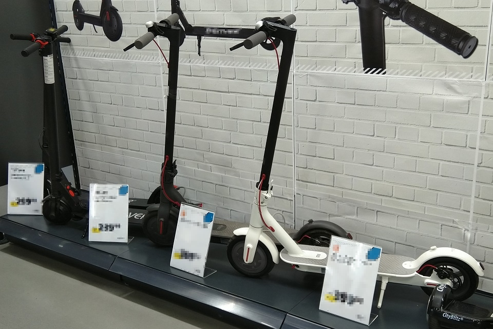 Elektrische Roller mit unklarer Zukunftsperspektive stehen bereits in den Läden und warten auf Käufer